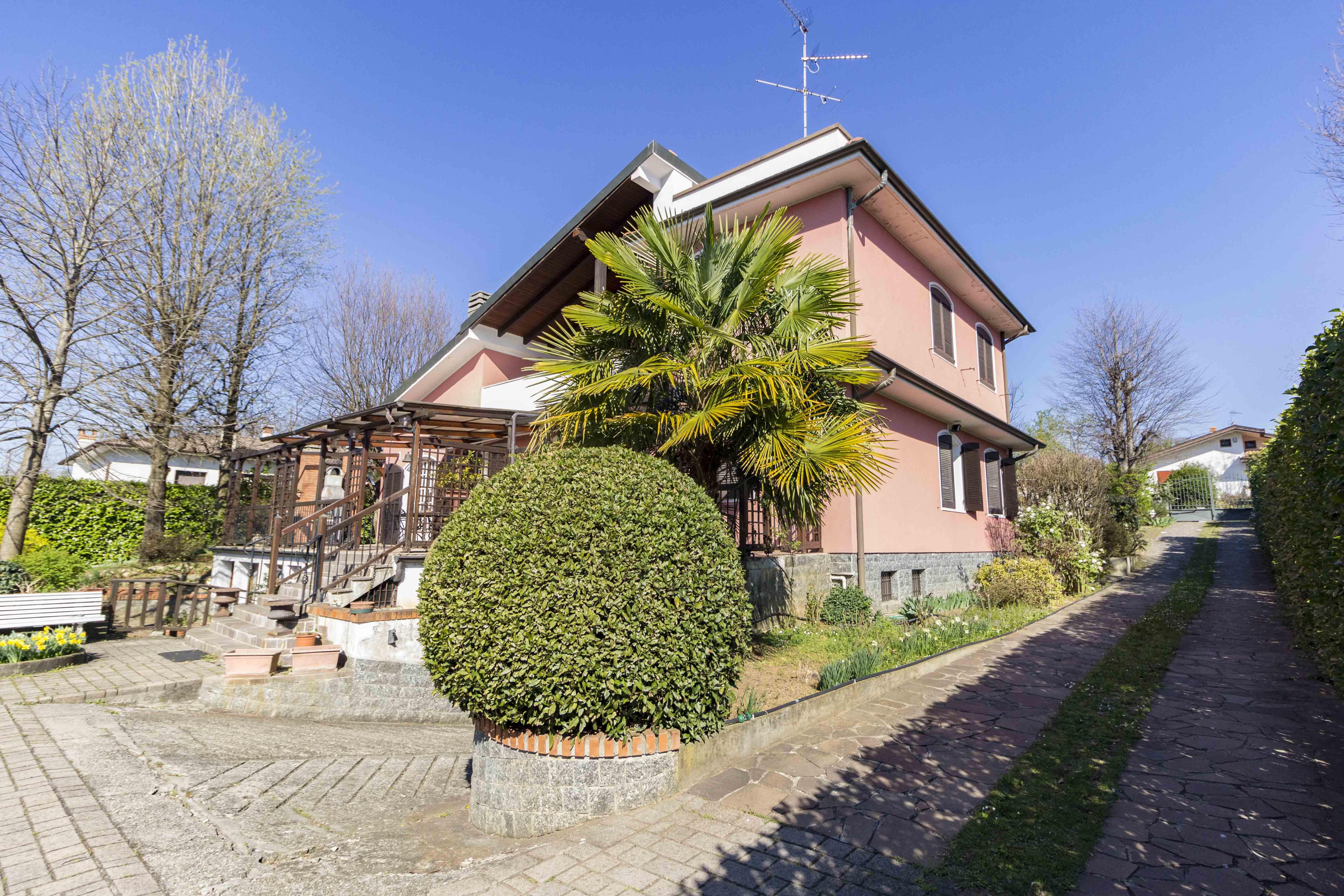 Correzzana: Esclusiva Villa con ampio Parco
